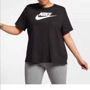 Nike Plus Sportswear Essential Tee